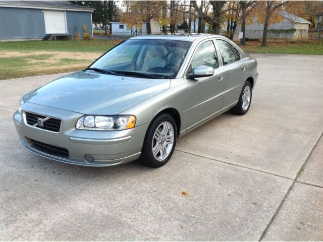 VOLVO S60 2.5T CLEAN CARFAX FULLY SERVICED FLORIDA CAR MAKE AN OFFER