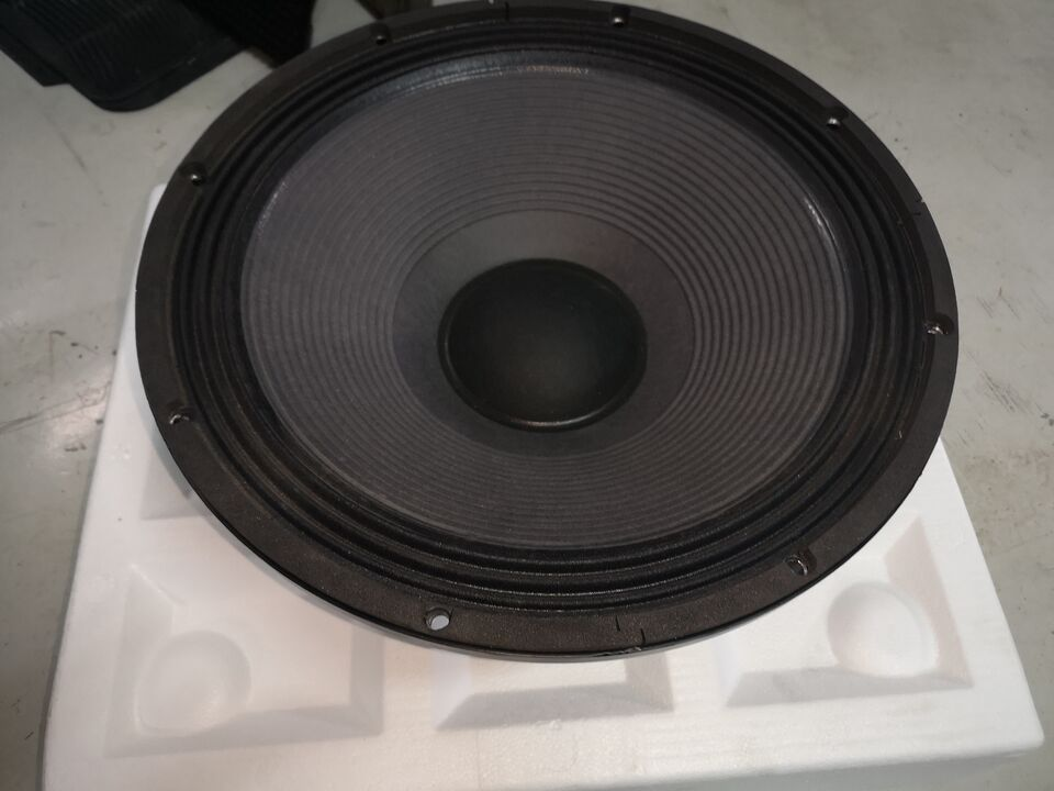 2 woofer 18 pollic per subwoofer lw 2400 18sound