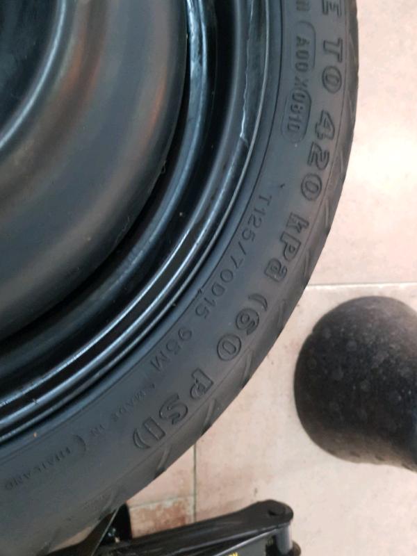 Kit ruotino di scorta da 15 pollici toyota yaris anno 2010 mai usato 2