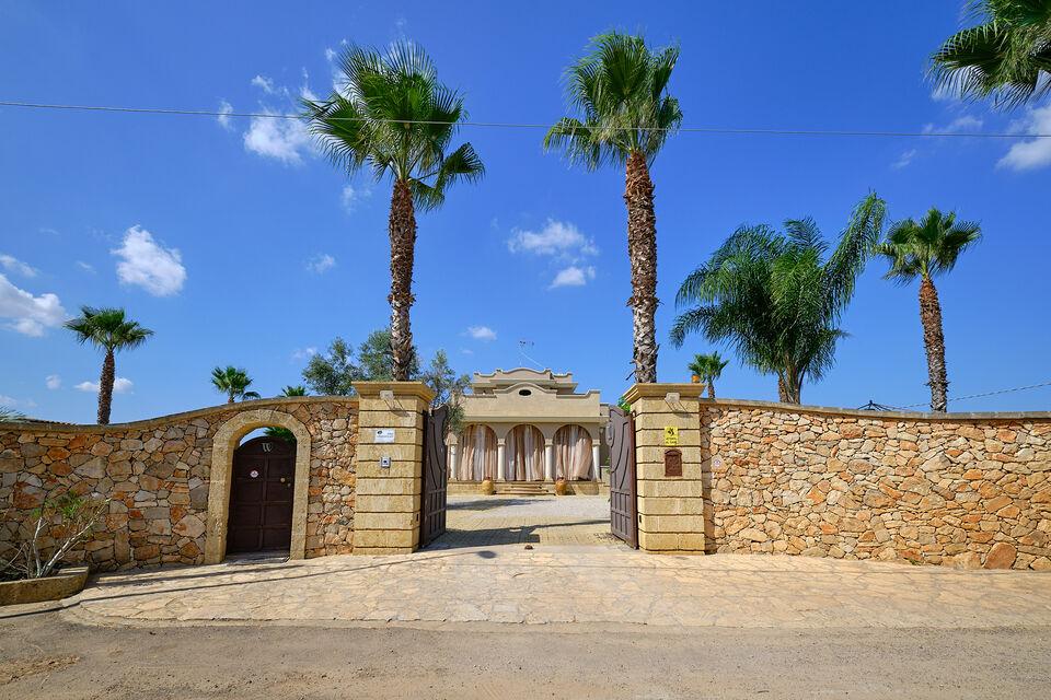 Villa di pregio con giardino e piscina