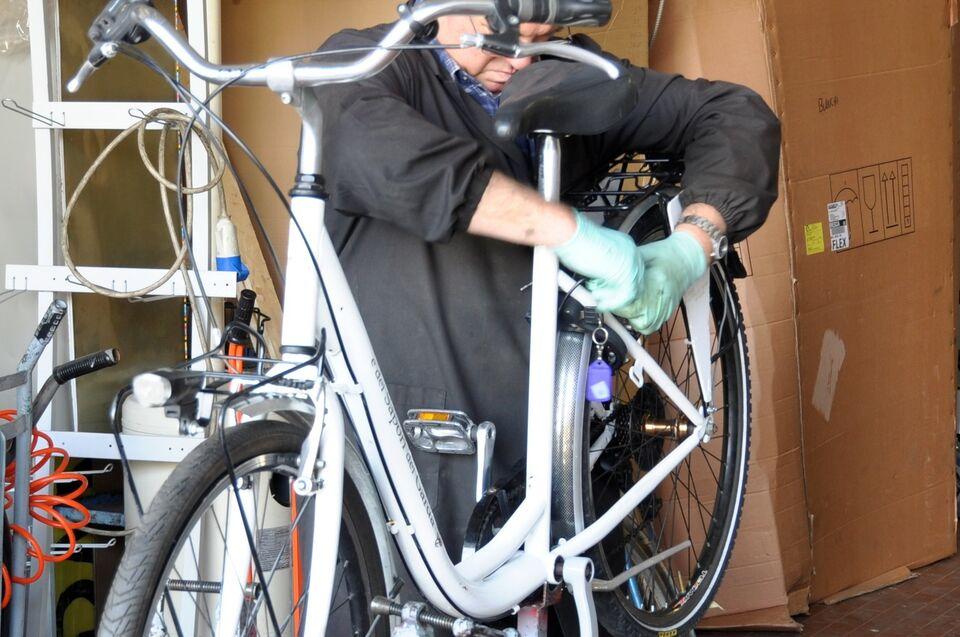 Meccanico di bicilette