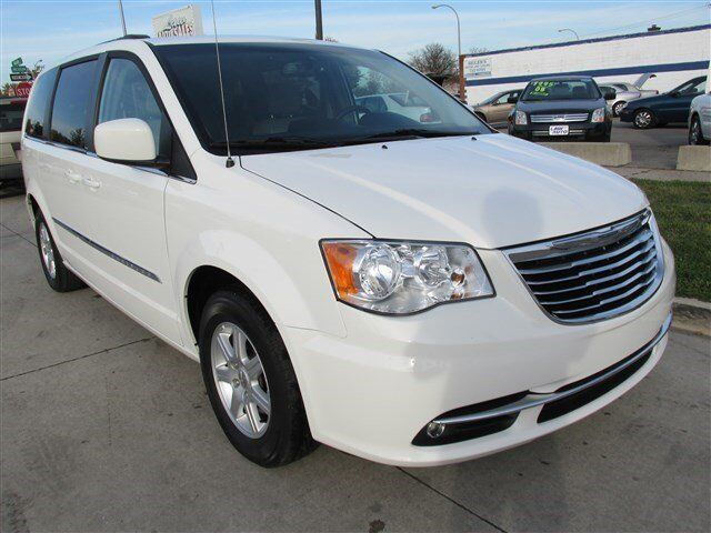 Stone white van touring one owner clean title finance for Stone s town country motors