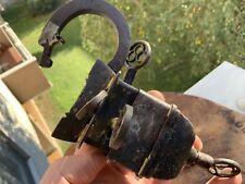 Antico lucchetto con segreto 4 chiave per 4 serrature nascoste