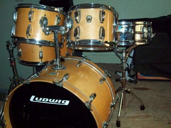 Ludwig Classic maple natural finish