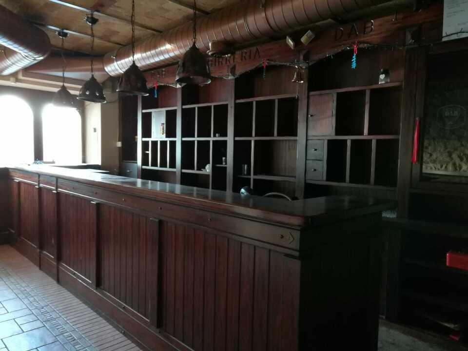 Bancone e retrobanco tipo Irish Pub in legno