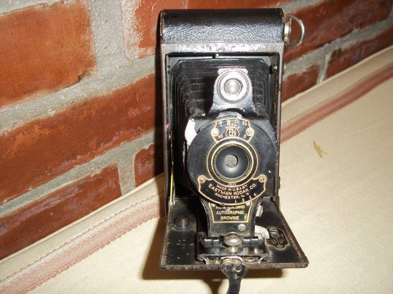 Macchina fotografica Kodak no.2 Folding Autographic Brownie