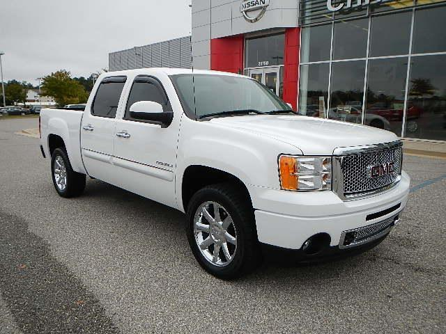 2011 denali gmc crew cab sierra truck pre owned leather tow package low miles used gmc sierra. Black Bedroom Furniture Sets. Home Design Ideas