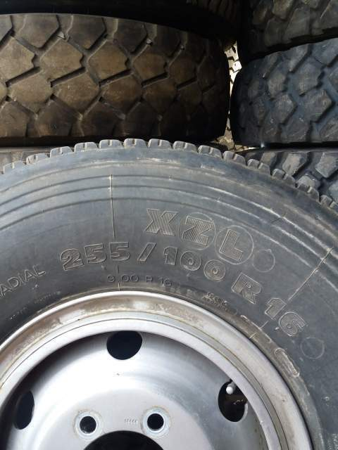 Gomme 255/100R16 900/R16 3