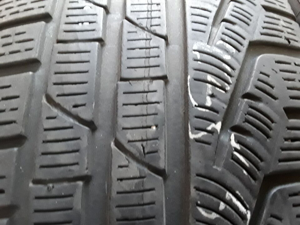 4 gomme usate Pirelli 235 50 19 99h invernale