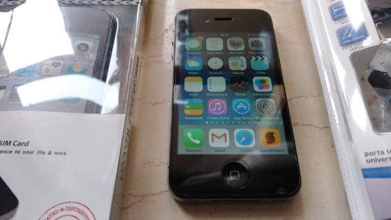 IPhone 4 16GB iOS 7 + Accessori 2