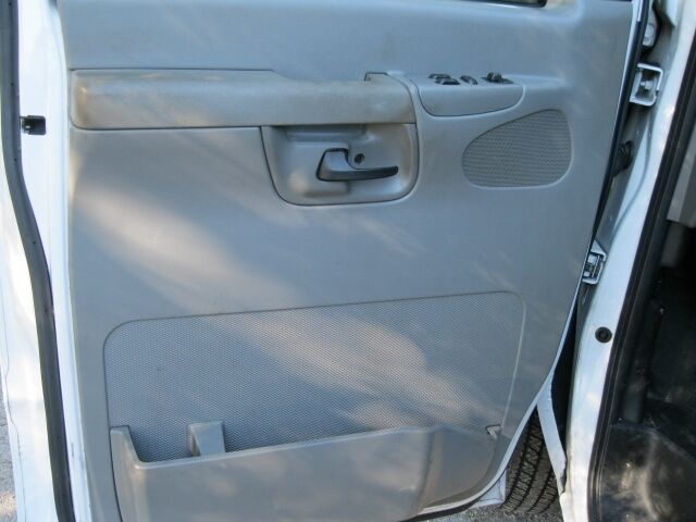 2007 Ford Econoline Cargo Van E 250 Super Duty w Partition and Shelving
