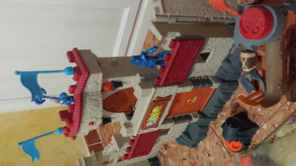 Castello Fisher Price imaginext con accessori...