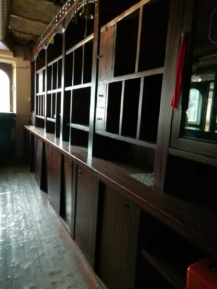 Bancone e retrobanco tipo Irish Pub in legno 5