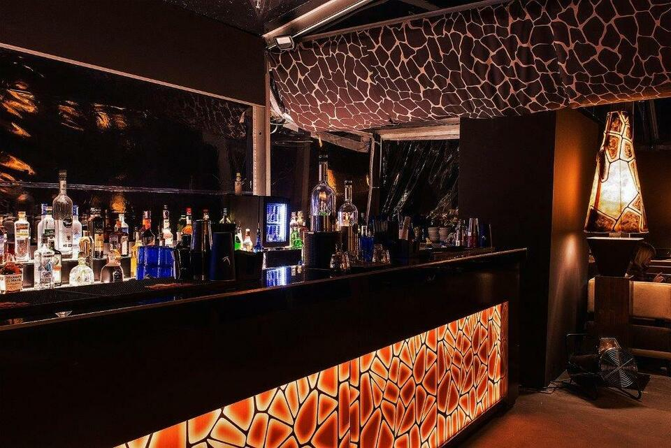 Ristorante e pizzeria &lounge bar disco club 8