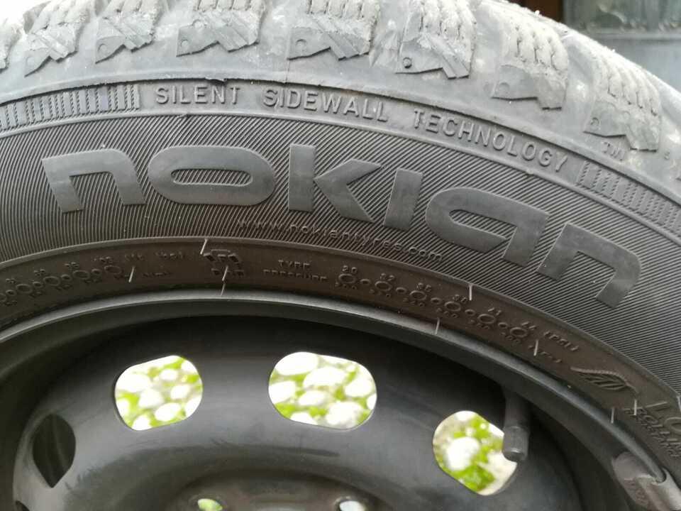 Gomme pneumatici invernali Nokian WR d4 175/65 R14 + Cerchi 4