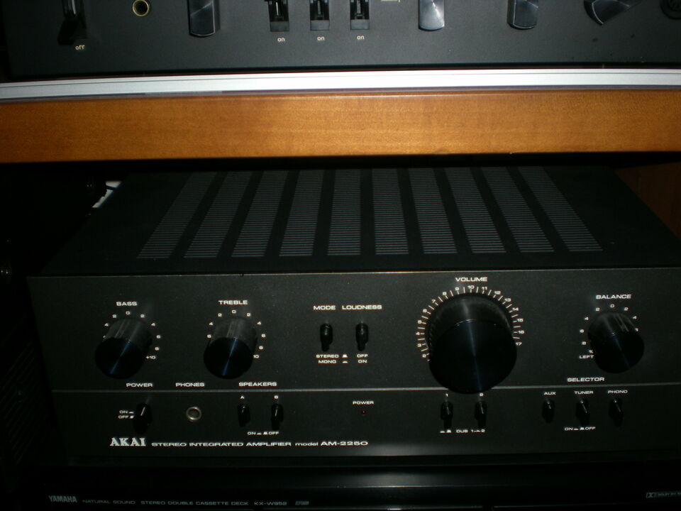Amplificatore akai am 2250