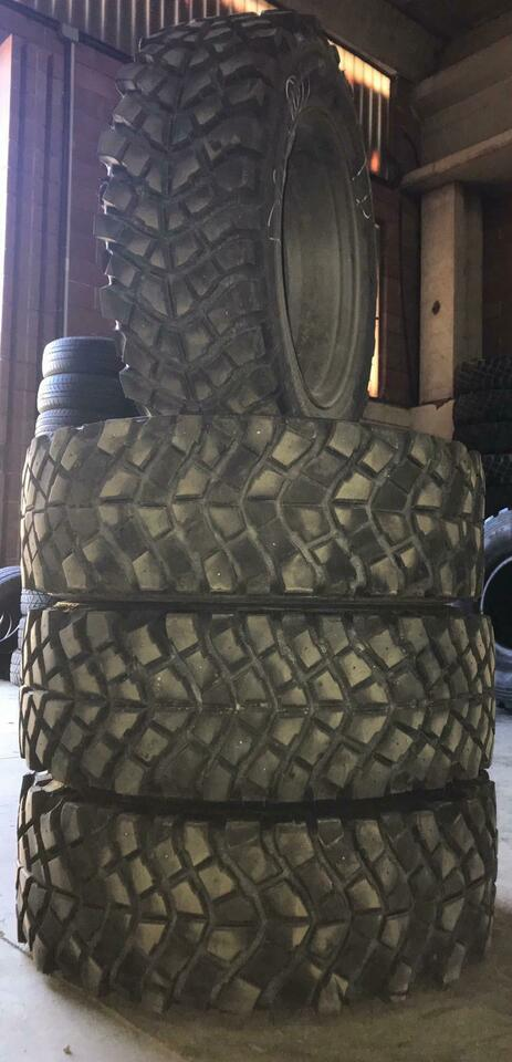 Gomme 235/60 R 16 disegno Track2000