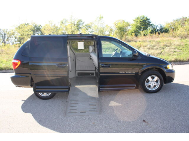 2006 dodge grand caravan handicap wheelchair accessible van