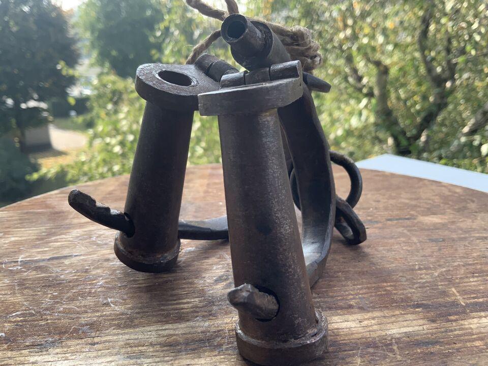 Antiche manette in ferro battuto numerate con chiavi funzionanti 7