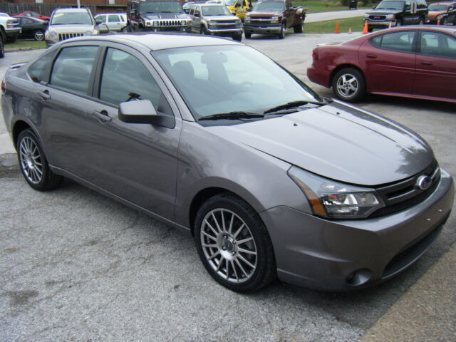 2010 ford focus ses 4 door sedan low reserve used ford. Black Bedroom Furniture Sets. Home Design Ideas