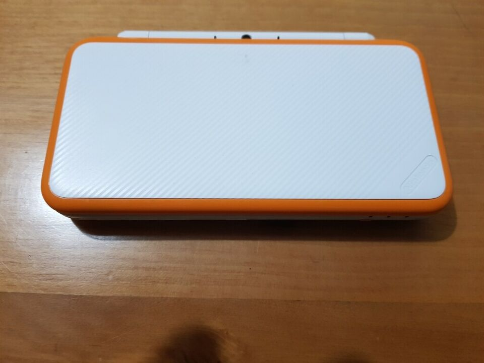 Nintendo NEW 2DS XL 4