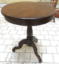 020930 Un tavolino tondo del primo 900 , in noce, già restaurato