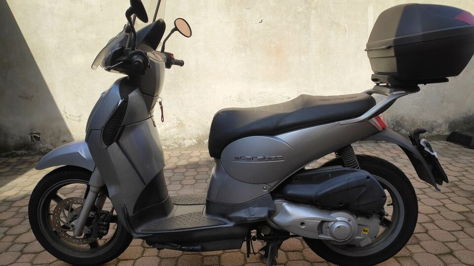 Scooter Scarabeo 200 light carburatore.