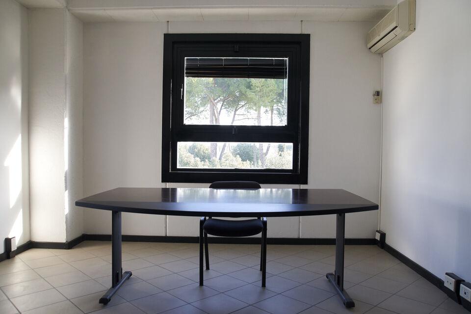 Ufficio/studio al centro direzionale Le Palme