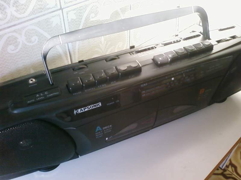 Radio musicassette stereo AM/FM dual play/recorder