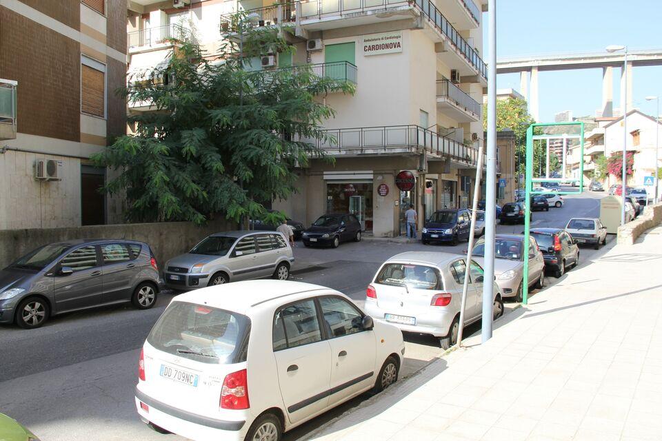 Posto auto, moto, minicar, piccolo deposito via T. Trapani (ME) 3