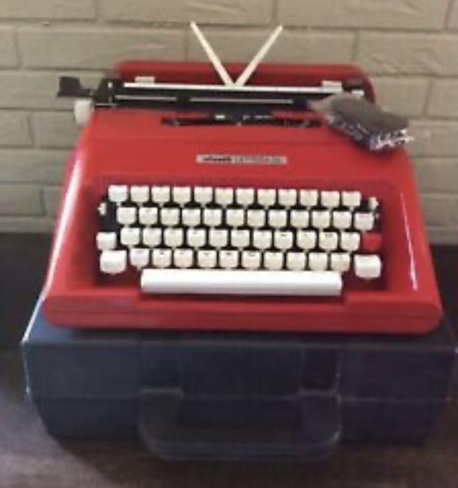 Macchina da scrivere Olivetti lettera 35 di vari colori 4