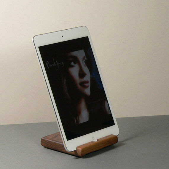 Top 5 Features of an iPad Docking Station