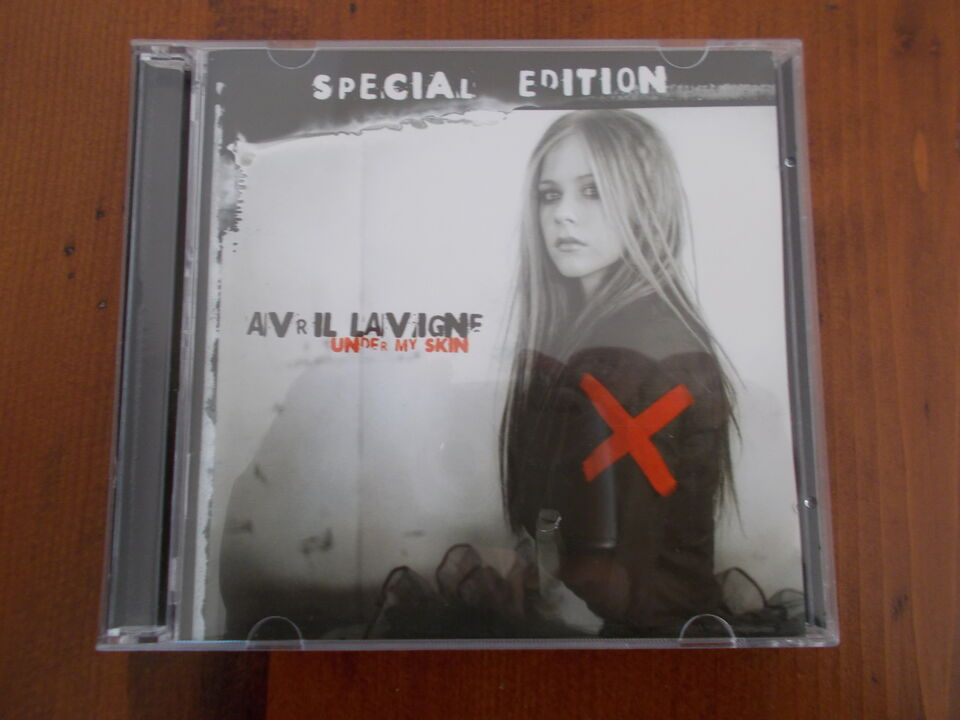 "Avril lavigne ""under my skin-special edition"" box..."