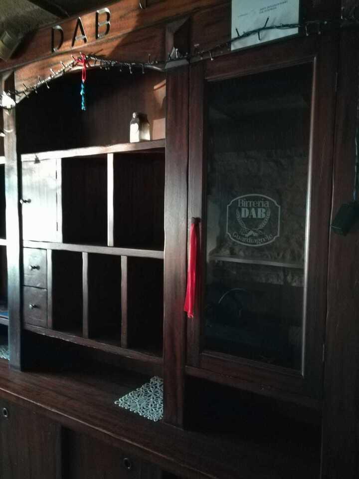 Bancone e retrobanco tipo Irish Pub in legno 2