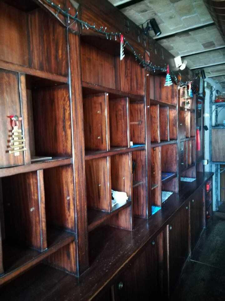 Bancone e retrobanco tipo Irish Pub in legno 8