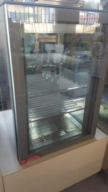 Used cake vertical display by orion 3