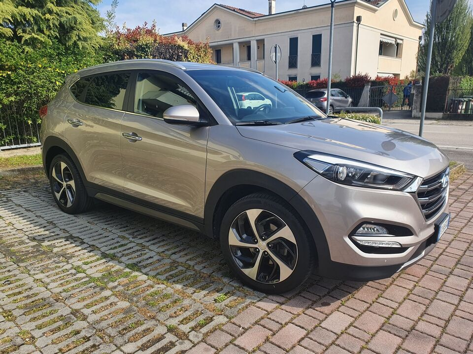 Hyundai tucson 1.7 crdi xpossible diesel + safety pack