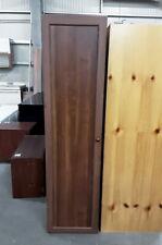 Armadio in legno a singola anta