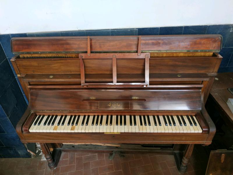 Pianoforte a muro 5