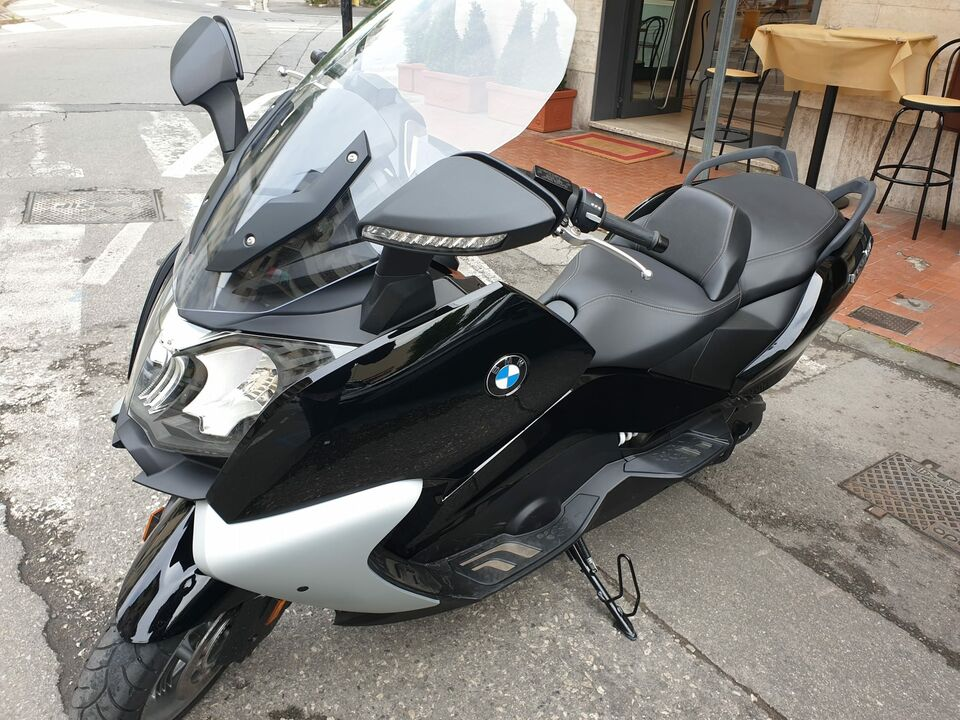 Scooter moto bmw gt 650