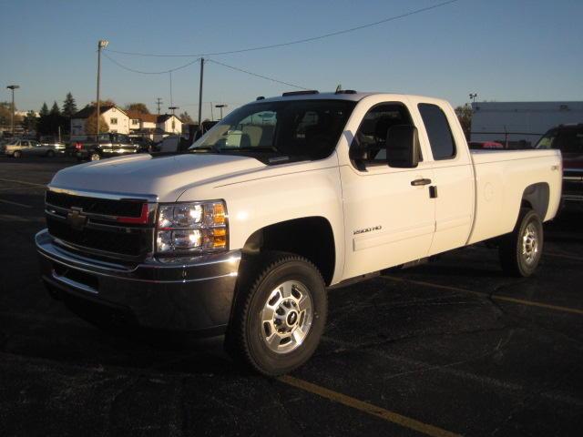 3/4 TON~EXT CAB~4WD~TOW PKG~PWR WND & LOCKS~AUTO~ONSTAR