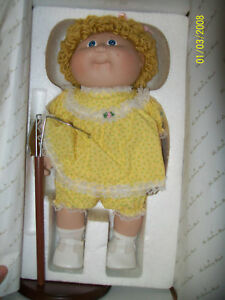PORCELAIN-CABBAGE-PATCH-DOLL-DANBURY-MINT-L-KE-ABIGAIL-ELIZABETH