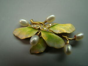 18K gold Finely enameled Art Nouveau leaf pin w diamond