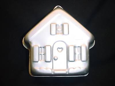 Wilton STANDUP GINGERBREAD COTTAGE cake pan 3D PUPPY DOG HOUSE mold tin HOLIDAY