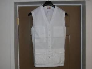 IzzaB Sleeveless 8 Pocket Lab Vest - White Size Small 2L