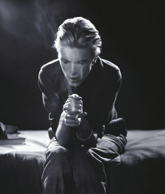 David Bowie 1970s Fantastic 10x8 Photo Smoke