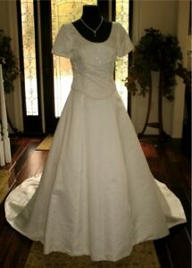NWT-BRIDAL-ORIGINALS-IVORY-SATIN-BEADED-WEDDING-GOWN-8