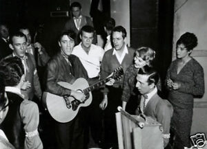 Elvis-Presley-With-Fans-New-10x8-Photo