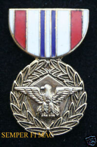DEFENSE-MERITORIOUS-SERVICE-MEDAL-HAT-PIN-UP-US-ARMY-MARINES-NAVY-AIR-FORCE