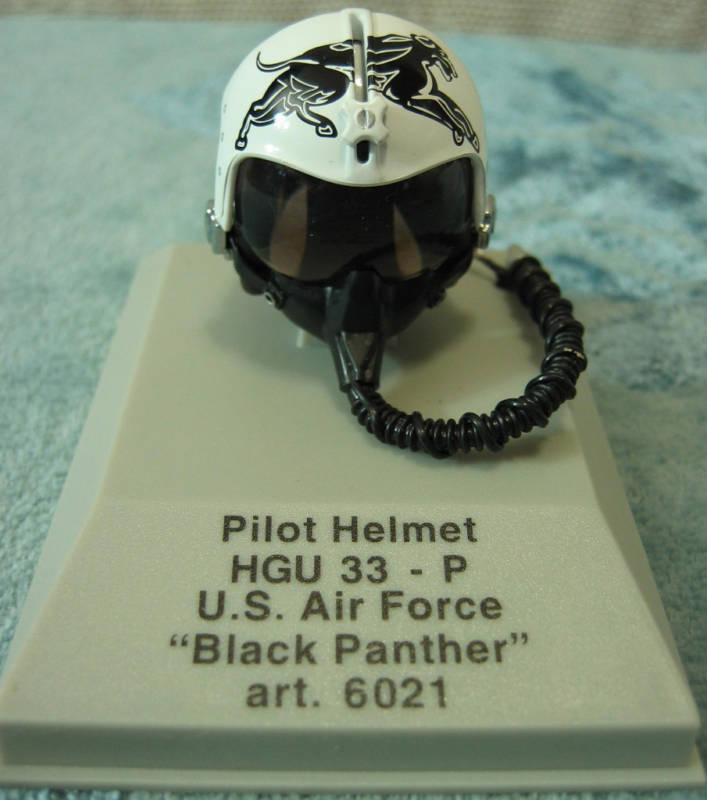 Armour Pilot Helmet USAF Black Panther Die Cast 18